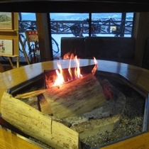 ロビー暖炉。冬場は火が点ります