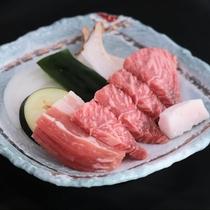 夏会席:阿蘇のあか牛を使用した陶板焼。やわらかく旨味たっぷり!赤身が多い赤牛はヘルシーなお肉です。