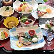 夏会席:お食事の始まりに食前酒とともに…夏の旬の恵みを丁寧に仕上げました。