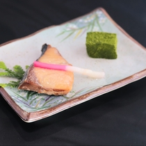 夏会席:焼き物は旬のお魚をメインにご用意致します。