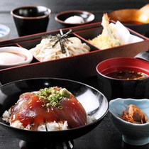 東丼とミニそばセット 【湯の里】