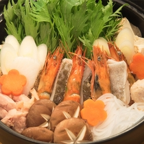 【アゴ出汁で調理された寄せ鍋】