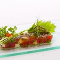 レストランハピナ(近海鮪と山芋のタルタル/料理一例)
