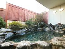 岩造り露天風呂