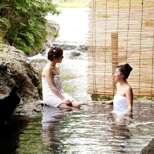 渓流露天風呂(婦人)
