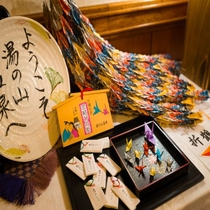 【折鶴伝説】館内にはこの地域の伝説にちなみ、折鶴がいたるところにございます♪