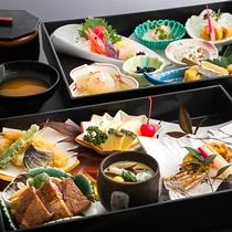 【夕食 お重膳】旅館の料理長が作る豪華お重膳で非日常の特別感を!