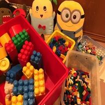 【フリースペース「しゃくなげ」】キッズコーナーにはおもちゃがいっぱい♪夢いっぱい!