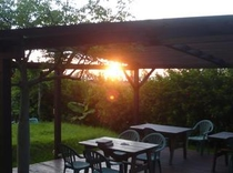 ガーデンテラスを赤く染める夕日