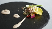 【Antipasto】さっと火を通した猪豚と山菜 くるみとアンチョビのソースと山椒のアクセント
