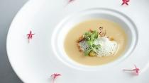 【Antipasto】春キャベツのスープ ホタルイカと空豆のバターソテー