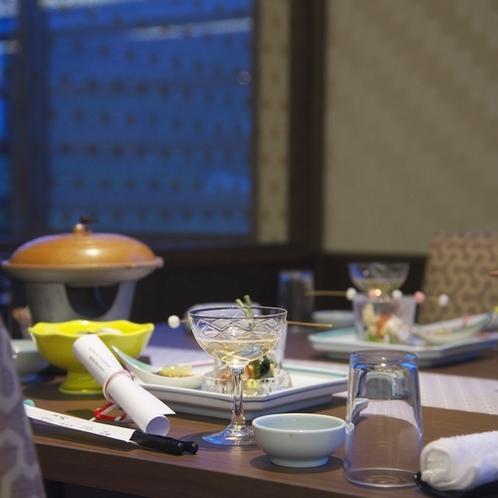 大切な方との素敵なひとときを、レストランでお楽しみください。(夕食イメージ)