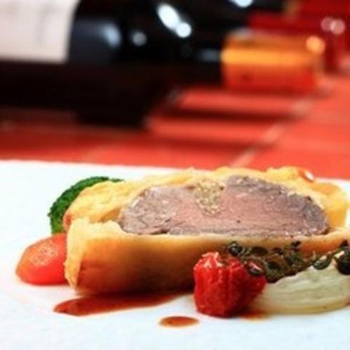 和牛フィレ肉のパイ包み焼き 赤ワインのソース