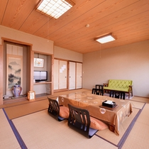 *紅葉(客室一例)/畳の香りがほのかに薫るお部屋で団欒のひと時をお過ごし下さい。