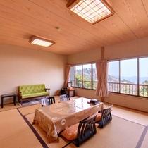 *紅葉(客室一例)/団欒のひと時を過ごしながら、関東平野を一望。夜は東京の夜景が煌めきます。