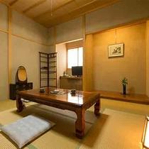 【離れ 青巒荘「椿」】の8畳客室この他に、12.5畳の和室と露天風呂、内風呂がある贅沢なお部屋。