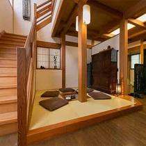 【離れ 青巒荘「山法師」】囲炉裏から2階につながる贅沢なメゾネット客室。