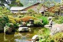 小さいながらも風情ある日本庭園