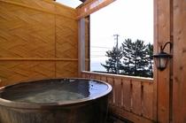 露天風呂付客室 浴槽