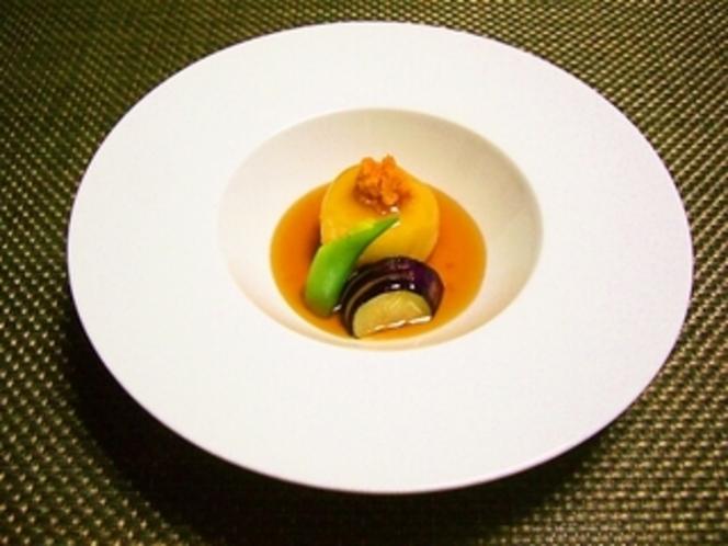 大好評!道産ジャガイモと蒸しウニの煮物!シェフこだわりの和食をお楽しみください。