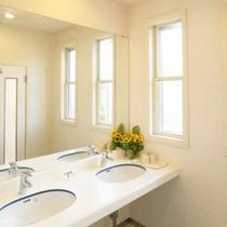 *共同洗面所/お部屋に洗面は付いていませんのでこちらをご利用下さい。