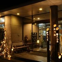 【外観】夜景(季節限定の竹灯篭)