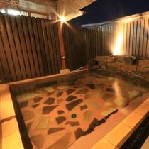 【温泉】露天風呂「天太の湯」の夜の風景