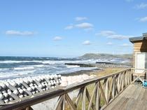 【ベランダ】目の前に広がる海。天気が良ければ利尻富士やサハリンが一望できます