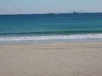 砂浜から見る弓ヶ浜沖の風景