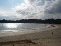 宿から徒歩30秒!日本の渚百選に選ばれた弓ヶ浜ビーチ