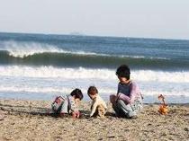 ファミリーが多く訪れる弓ヶ浜海岸!