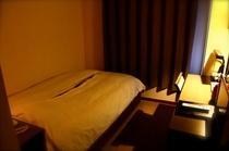 シングルルーム 寝心地にこだわったマットレスでぐっすり