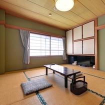 *2F和室8畳(客室一例)/日本庭園を望むお部屋。広縁や洗面スペースがない分お安くご宿泊いただけます。