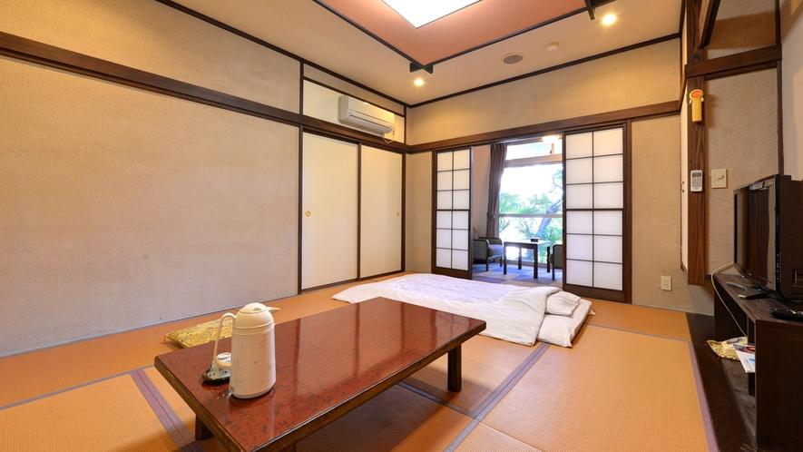 *1F和室8畳(客室一例)/広縁から日本庭園を臨むお部屋。