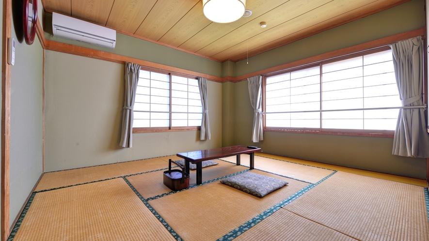 *2F和室8畳(客室一例)/日本庭園を望むお部屋。広縁や洗面スペースがない分お安くご宿泊いただけます