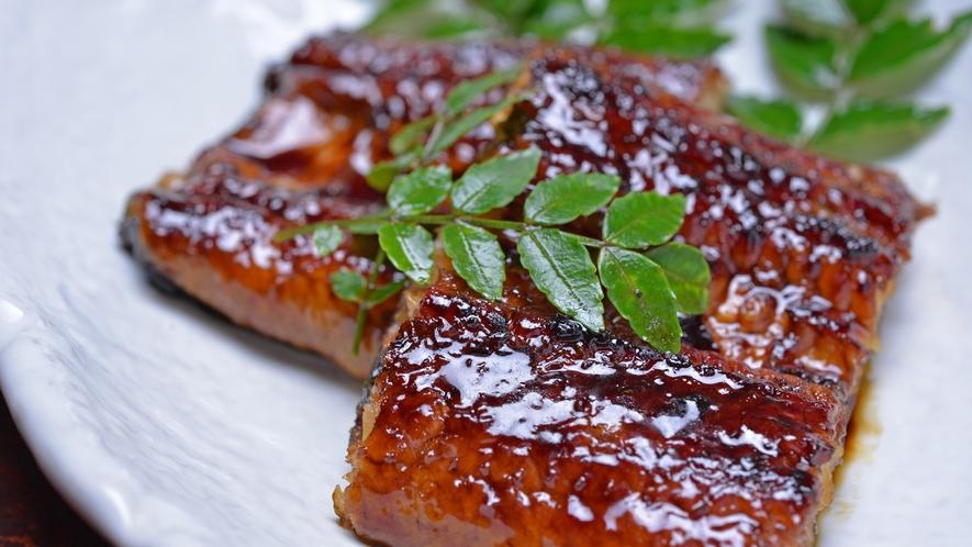 *お夕食一例(うなぎ)/秘伝のたれを使用した「うなぎの蒲焼」をお召し上がりください