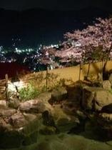 天然温泉・露天風呂(眺望風呂露天p縦桜夜ライトアップ)