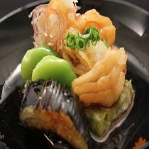 蓬の香り、胡麻の風味が広がる『蓬豆腐と相並魚の揚げ出しあんかけ』