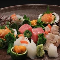 新鮮な魚介類を繊細にさばいた【お刺身の盛り合わせ】