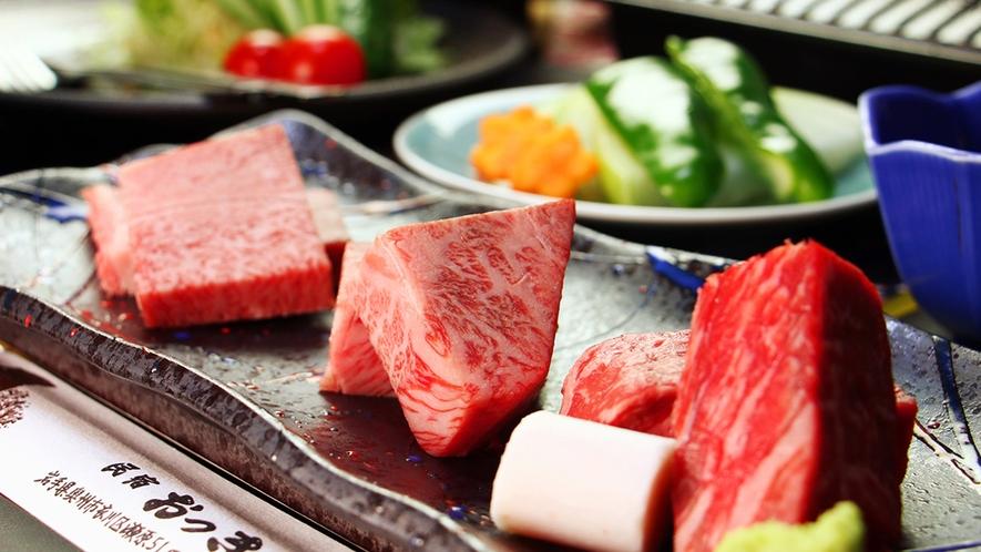 前沢牛の人気部位三種をステーキ食べ比べ♪