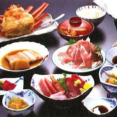 *【夕食一例】海の幸を中心に、こだわりのお食事をご用意しました。