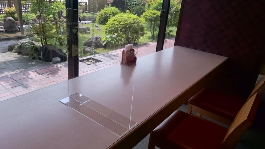 朝食会場では隣の方との間にパーテーションを設置して飛沫感染対策