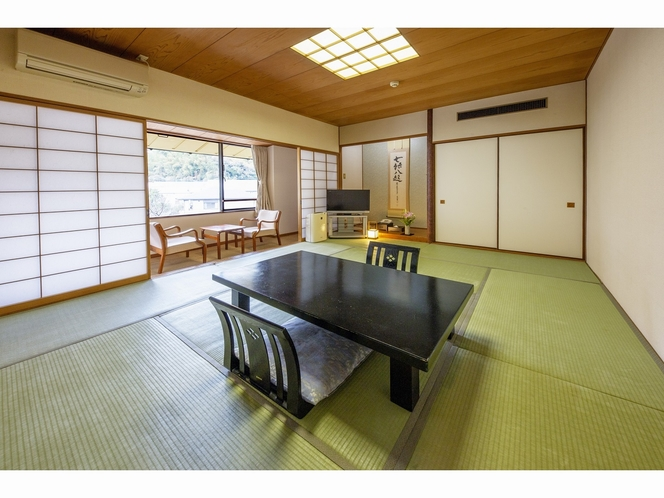 客室 ~山側3階和室10畳+広縁付き~