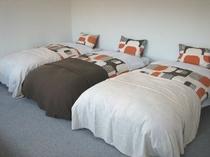 洋室A(バス/トイレ付)広めのお部屋になっていますのでゆっくりお過ごしいただけます。