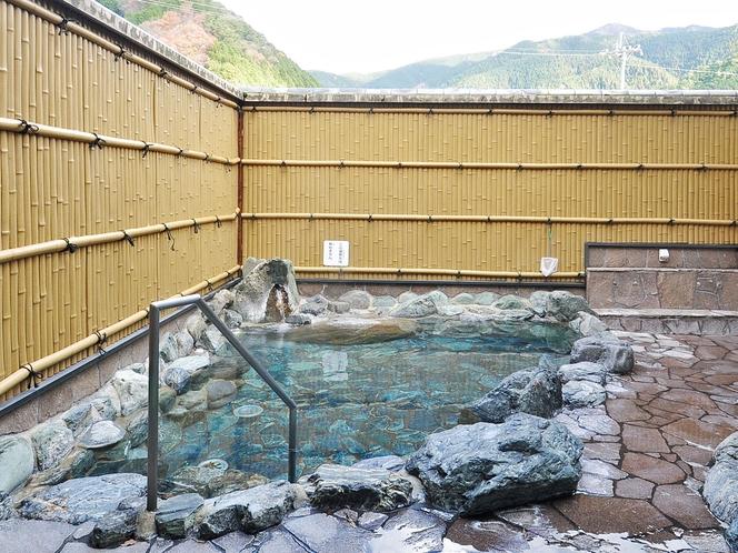 【女性露天風呂】ラジウム温泉は疲労回復に効果あり。