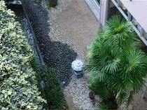 ロビー横の中庭