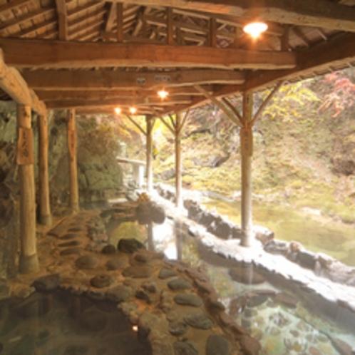 紅葉の天然岩風呂
