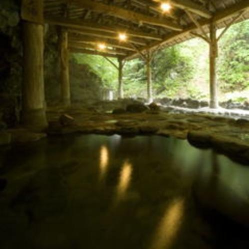天然岩風呂「新湯」