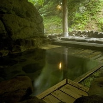 天然岩風呂「鷹の湯」