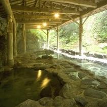 岩風呂全景